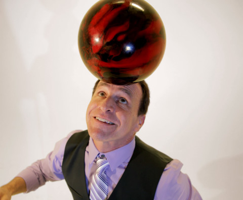 corporate-entertainer-max-winfrey-bowling-ball